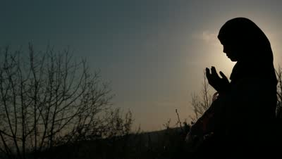 stock-footage-little-muslim-girl-praying-in-sunset-silhouette