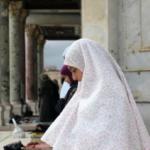 WAHAI MUSLIMAH, AMALKAN INI, ALLAH AKAN MENJAGA ANDA